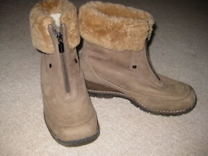 BLONDO BOOTS   / MINT CONDITION