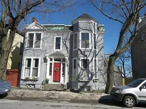 LARGE 3 BEDROOM CHARACTER FLAT 10 MIN WALK TO DOWNTOWN!