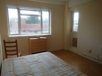 BIG DOUBLE ROOM with PRIVATE BALCONY in ANGEL ! COUPLES OK !