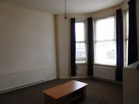 NORTHUMBERLAND Road OldTrafford M16 9pp Large 3 bed flat