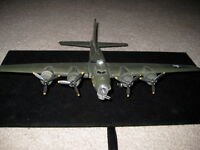 WWII AIRPLANE MODEL/MEMPHIS BELLE