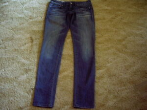 GAP SKINNIES SIZE 24