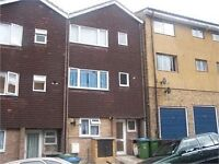 LARGE GRD FLOOR STUDIO FLAT - CENTRAL LOCATION IN WOOLWICH - AVAILABLE NOW
