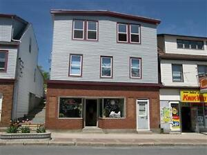 COZY 2 BEDROOM HOME NEAR DOWNTOWN DARTMOUTH!