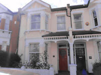 Clean super large 3 double bedroom flat with garden. 10-15mins walk to Brixton or Clapham North Tube