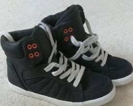 Black trainer boot uk 4