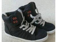 Black trainer boot uk 4