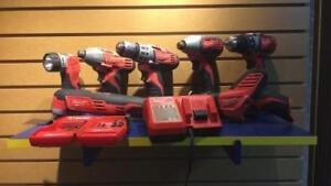 Ensemble de 7 outils + 6 batteries  Milwaukee + sac de transport et chargeurs (P027191)