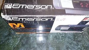 Emerson iC172 iPod Dock Alarm Clock Radio, BNIB, EXCELLENT WORKI