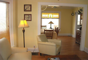 Licenced Vacation Rental in Niagara Falls-The Maple Leaf House