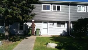 3 BEDROOM 3 LEVEL TOWNHOUSE IN COWIE HILL!