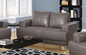 $399 - NEUF - Causeuse Bonded Leather Gris - Livraison Gratuite