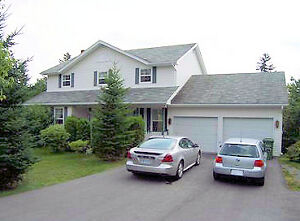 4 BEDROOM HOME ON THE WATER IN KINGSWOOD/HAMMONDS PLAINS!