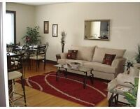 Beautifully renovated 1 bedroom unit in desired and trendy Missi