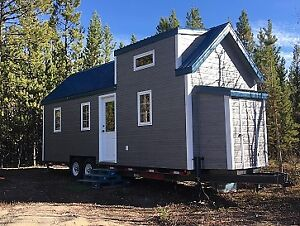 TINY HOUSE WITH ALL THE COMFORTS OF A REAL HOME