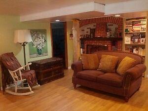 Chaleureux 4 1/2 meublé équipé / Lovely furnished equipped space