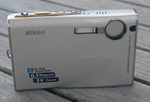 nikon coolpix s9 silver camera like new