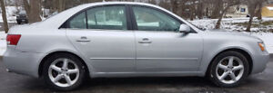 2007 Hyundai Sonota with Sunroof and Leather seats