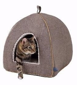 Luxury Collection pets at Home Cat bed and scratching post (never used)