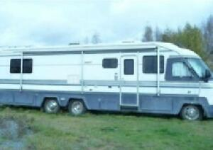 35ft Motor Home - LOW km's