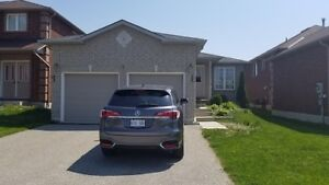 SOUTH BARRIE BUNGALOW !! Available NOW 5-Bedrooms!!