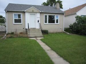 3 Bedroom - Walking distance to U OF A