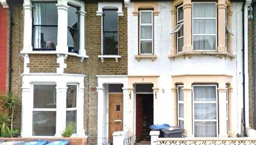 3 bedroom flat in Brownlow Road, Roundwood, NW10