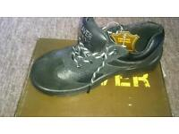 Saftey shoes size 6