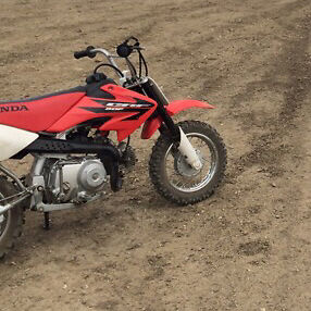 2006 crf50r and full set kids gear