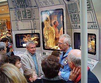 """In der Ausstellung """"Abenteuer Weltraum"""""""