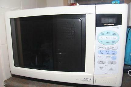Sanyo Super Showerwave 900w Microwave Oven And Grill