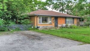 Spacious home with 3 bed & 2.5 bath!! Don't miss out