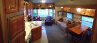 2004 30' Forest River Rockwood 5th Wheel - Excellent Condition