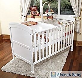 Cot bed incl top changer