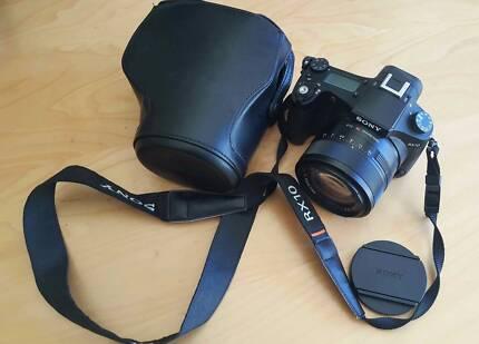 Sony RX10 DSLR F2.8 (24mm-200mm zoom) Zeiss T* lens