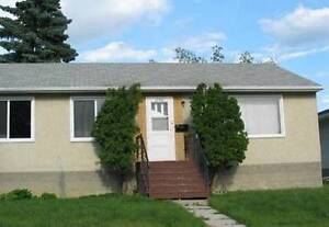 Month Free/Reduced Rent: Home Bright 3 Bd, main floor houseNW