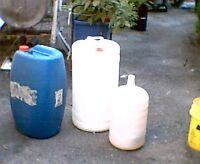 """Contenant(baril) """"allimentaire""""blanc et gris environ10 et 15 gal"""