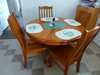 Pedestool Solid Wood Extendable Kitchen Dining Table + 6 Chairs