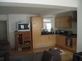 STUNNING TWO DOUBLE BEDROOMS - CLAPHAM NORTH