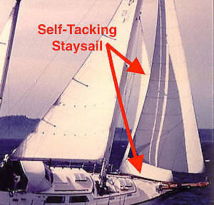 Staysail with self-tacking boom
