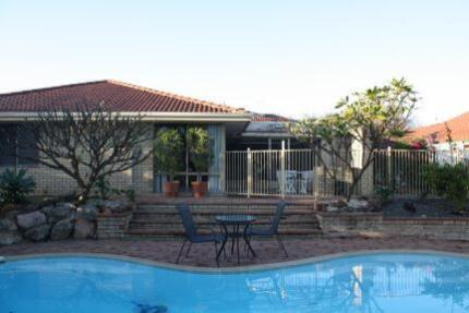 Well appointed room with pool view Winthrop Melville Area Preview