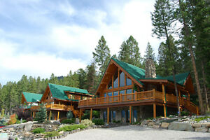 Luxurious Cedar Log Cabin in beautiful Fairmont Hot Springs BC