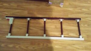 Barrière de lit escamotable / Bed side railing retractable