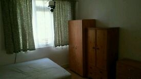 Double room in shared house for working person