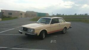 VOLVO 242 SELL OR TRADE see BELOW