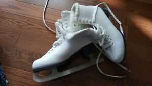 size 8 figure skates (no piks) / recreation skates