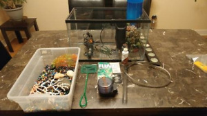 10 GALLON FISH TANK/ ALL ACCESSORIES/ PLUS UP TO 10 FISH