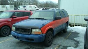 quebec plated 2000 GMC Jimmy SUV, Crossover
