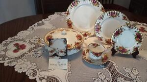 "Royal Albert ""Old Country Roses"" Fine Bone China"