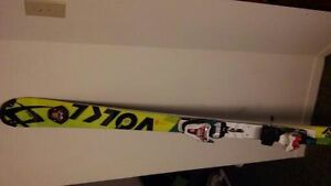 SKI de course VOLKL Slalom 2016 Neufs 157cm avec fixations nego West Island Greater Montréal image 6